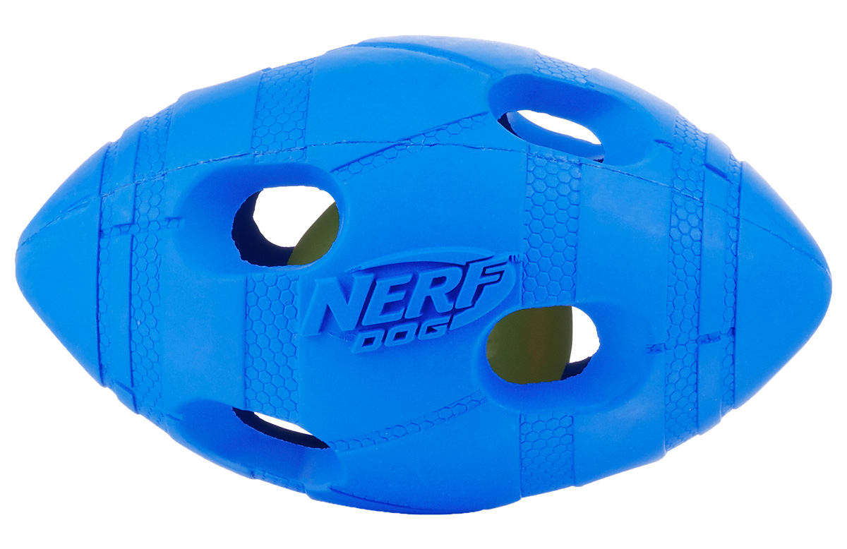 Игрушка для собак Nerf Мяч для регби, светящийся, цвет: голубой, зеленый, 13,5 см22651Мяч-регби Nerf состоит из двух слоев прочной резины с отверстиями и LED-лампой внутри.LED при ударе начинает мигать, что приводит собаку в восторг, вдохновляя на игру.Оптимально для игры в темное время суток.Подходит собакам с мощной челюстью.Мяч имеет интересный рельефный рисунок.Размер М: 13,5 см.