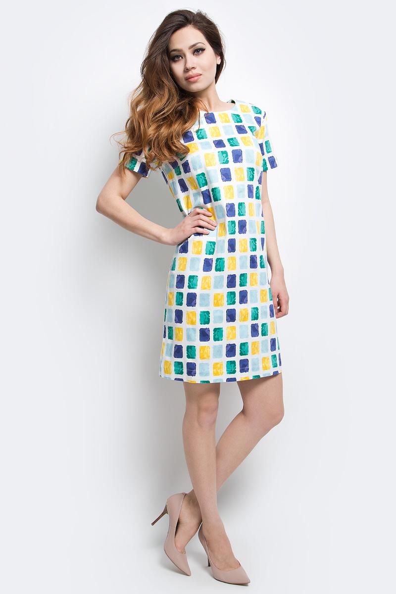 Платье Finn Flare, цвет: белый. S17-14054_201. Размер M (46)S17-14054_201Платье Finn Flare выполнено из хлопка и эластана. Модель с круглым вырезом горловины и короткими рукавами оформлена оригинальным принтом.
