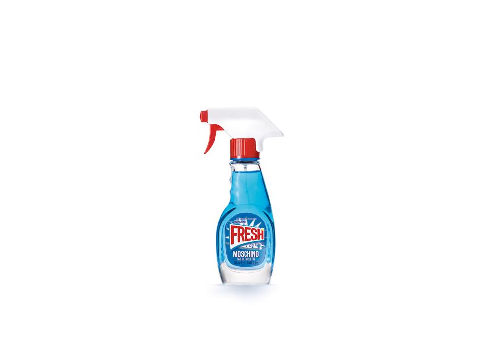 Moschino Fresh Туалетная вода спрей, 30 мл6R28Концепция этого аромата - совместить самое привычное и обыденное, скажем, моющее средство, с чем-то очень элегантным - ароматом роскошного бренда. Идея о том, чтобы использовать банальную бутылку, не представляющую никакой ценности, в качестве флакона для драгоценного содержимого, создает максимальный контраст между повседневным и изысканным. Это и есть настоящий стиль Moschino.