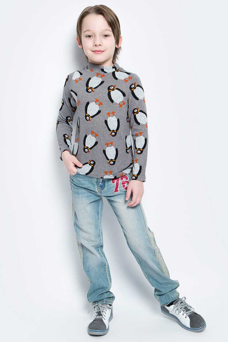 Водолазка для мальчика M&D, цвет: серый, черный, оранжевый. WJO16012M-20. Размер 110WJO16012M-20Мягкая и приятная водолазка для мальчика выполнена из эластичной вискозы. Модель с воротником-стойкой и длинными рукавами оформлена оригинальным изображением пингвинов.
