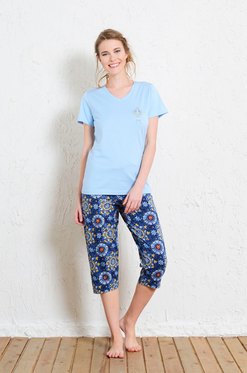 Комплект домашний женский Vienetta's Secret: футболка, капри, цвет: голубой, синий. 511075 5218. Размер XL (50) капри lafei nier бриджи и капри спортивные