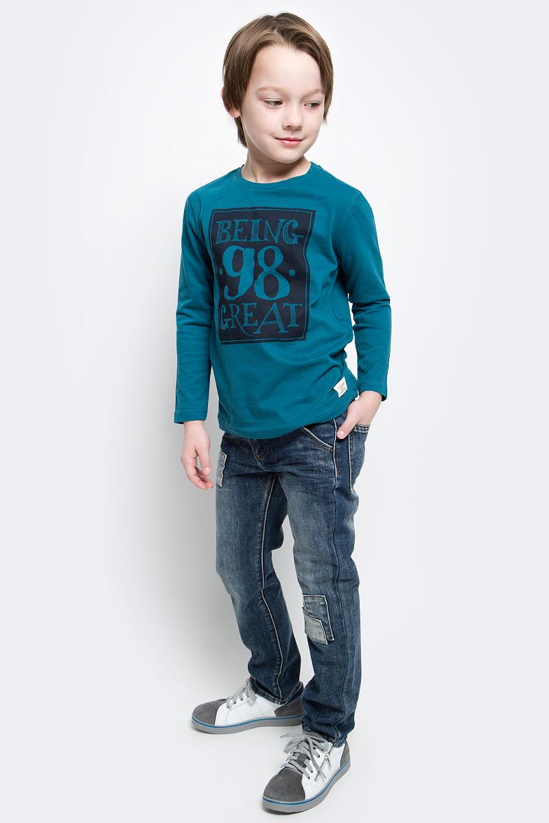 Джинсы для мальчика Button Blue Main, цвет: синий. 117BBBC6303D500. Размер 158, 13 лет117BBBC6303D500Классные джинсы с потертостями и повреждениями — гарантия модного современного образа. Хороший крой, удобная посадка на фигуре подарят мальчику комфорт и свободу движений. Если вы хотите купить ребенку недорогие модные джинсы классического силуэта, модель от Button Blue - прекрасный выбор!