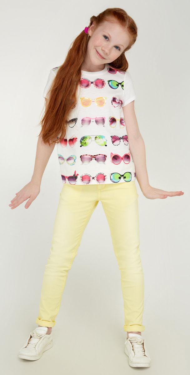 Брюки для девочки Acoola Nicky, цвет: желтый. 20210160090_1200. Размер 13420210160090_1200Стильные брюки для девочки Acoola Nicky идеально подойдут вашей маленькой моднице. Изделие выполнено из хлопкового твила яркой расцветки и декорировано выбеленным эффектом. Модель слим со средней посадкой имеет регулируемую резинку на талии и застегивается на молнию и пуговицу. На поясе предусмотрены шлевки для ремня. Брюки дополнены тремя карманами спереди и двумя накладными - сзади. Такие брюки займут достойное место в гардеробе вашего ребенка.