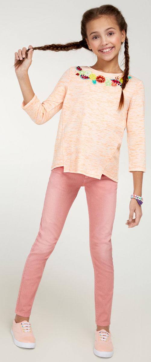 Брюки для девочки Acoola Nicky, цвет: нежно-розовый. 20210160090_3405. Размер 14020210160090_3405Стильные брюки для девочки Acoola Nicky идеально подойдут вашей маленькой моднице. Изделие выполнено из хлопкового твила яркой расцветки и декорировано выбеленным эффектом. Модель слим со средней посадкой имеет регулируемую резинку на талии и застегивается на молнию и пуговицу. На поясе предусмотрены шлевки для ремня. Брюки дополнены тремя карманами спереди и двумя накладными - сзади. Такие брюки займут достойное место в гардеробе вашего ребенка.