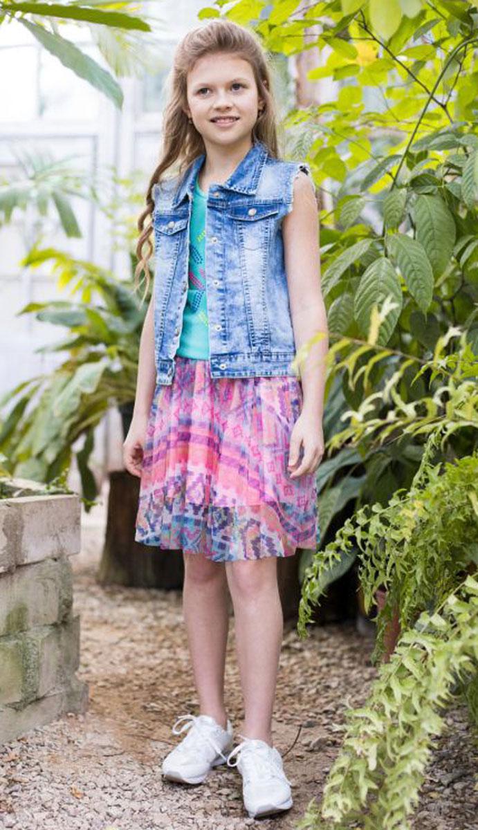 Жилет джинсовый для девочки Luminoso, цвет: синий. 718024. Размер 134718024Джинсовый жилет для девочки декорирован стразами, застегивается на кнопки, имеет отложной воротничок.