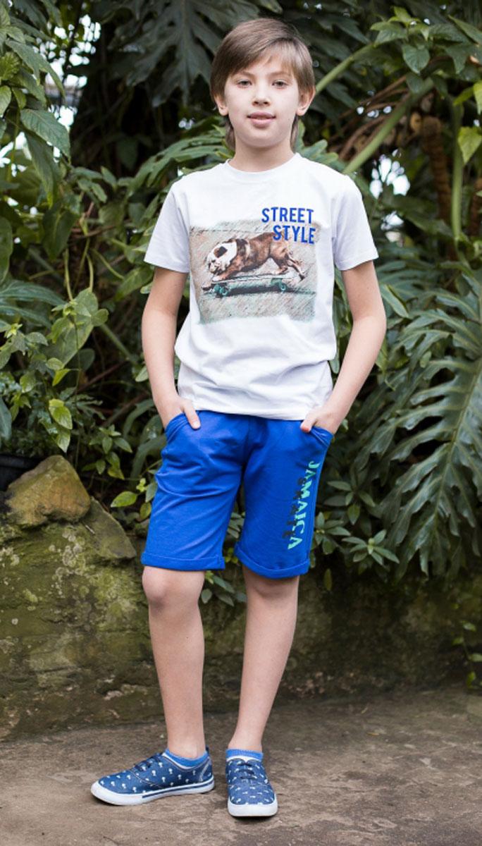 Бриджи для мальчика Luminoso, цвет: ярко-синий. 717032. Размер 134717032Трикотажные бриджи для мальчика. Низ изделия украшен модным принтом. Пояс-резинка дополнен шнурком для регулирования объема.