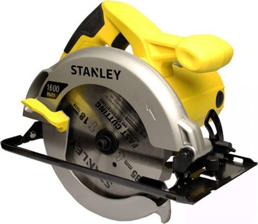 Пила дисковая Stanley электрическая. STSC1618STSC1618Дисковая пила Stanley используется для прямолинейных распилов твердой и мягкой древесины, ламината, ДСП. Она имеет прочный и легкий корпус, поэтому рассчитана на длительный срок эксплуатации. Для получения точных угловых соединений заготовок предусмотрена возможность распиловки материалов под углом 45 градусов. Благодаря быстрому доступу к угольным щеткам значительно сокращается время на обслуживание инструмента.