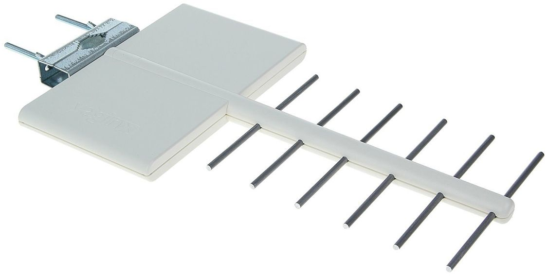 Funke YagiNX антенна для цифрового ТВ (активная)14380Funke YaGINX это мощная активная антенна дальнего действия в компактном корпусе. Рекомендуется для установки в пригородах и в районах плотной городской застройки в зонах неуверенного приема со слабым уровнем ТВ сигнала.Простая установка, не требует настройки. Антенна обеспечивает надежный и качественный прием ТВ сигнала.Антенна разработана и произведена в Нидерландах, компанией Funke Digital TV. Вы получаете гарантированное европейское качество материалов и сборки.Фирменная технология производителя 4G LTE INERT обеспечит защиту от помех 4G мобильных сетей.