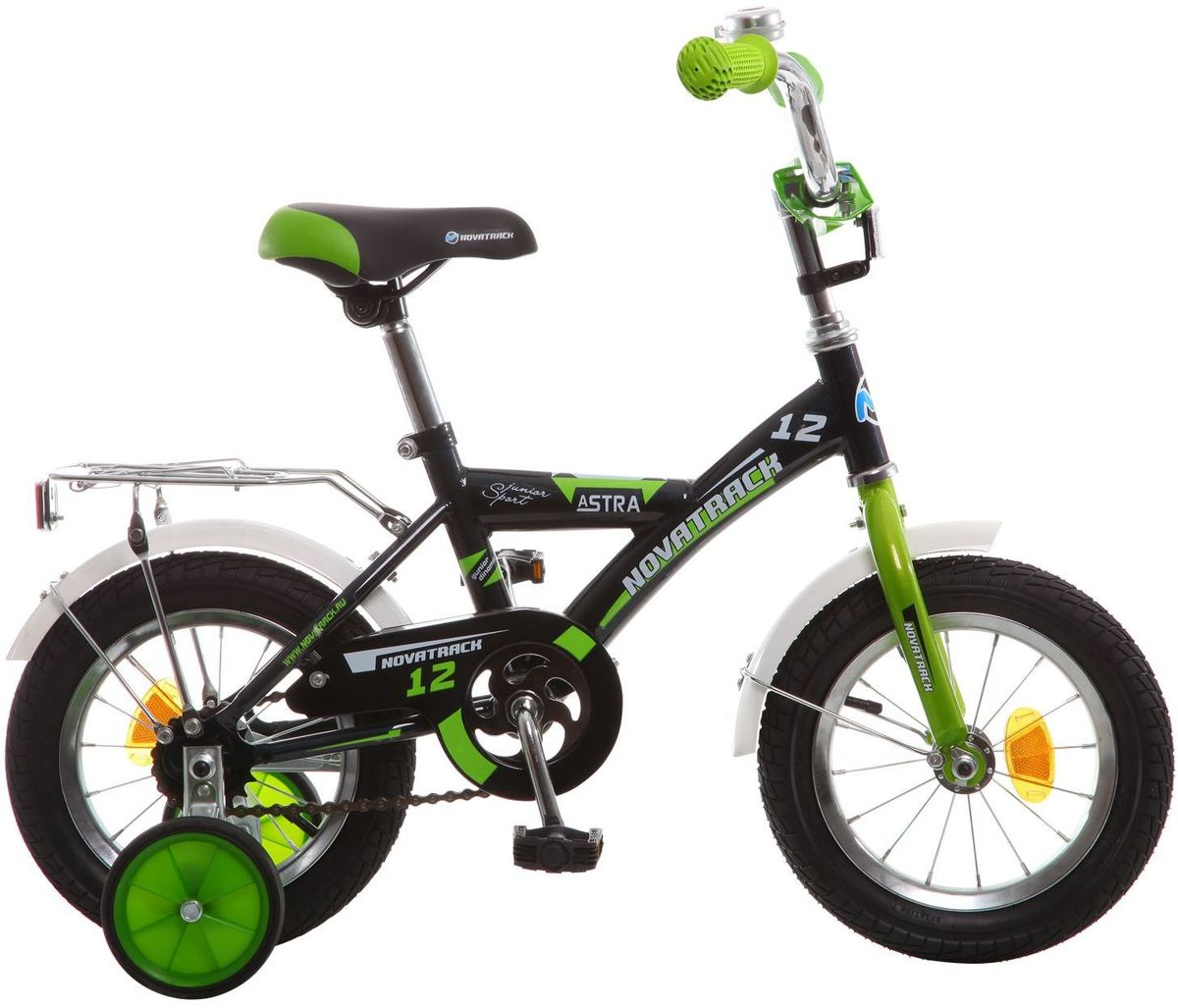 Велосипед детский Novatrack Astra, цвет: черный, зеленый, 12123ASTRA.BK5Хотите, чтобы ваш ребенок играя укреплял здоровье? Тогда ему нужен удобный и надежный велосипед Novatrack Astra, рассчитанный на малышей 2-4 лет. Одного взгляда малыша хватит, чтобы раз и навсегда влюбиться в свой новенький двухколесный транспорт, который сначала можно назвать и четырехколесным. Дополнительную устойчивость железному коню обеспечивают два маленьких съемных колеса в цвет велосипеда. Велосипед собран на базе рамы с универсальной геометрией, которая позволяет легко взобраться или слезть с велосипеда, при этом велосипед имеет такой вес, что маленький ребенок сам легко справляется со своим транспортным средством. Так как велосипед предназначен для самых маленьких, предусмотрен ограничитель поворота руля, который не позволит сильно завернуть руль и упасть. Еще один элемент безопасности - это защита цепи, которая оберегает одежду и ноги малыша от попадания в механизм. Стильные крылья защитят от грязи и брызг, а на багажнике ребенок сможет перевозить массу полезных в дороге вещей. Данная модель маневренна и легко управляется, поэтому ребенку будет несложно и интересно учиться езде.