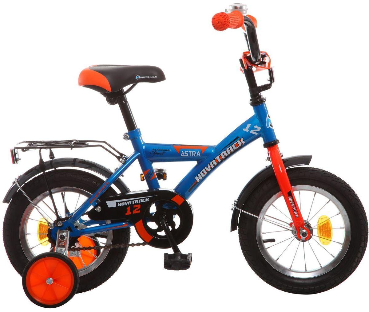 Велосипед детский Novatrack Astra, цвет: синий, черный, оранжевый, 12123ASTRA.BL5Хотите, чтобы ваш ребенок играя укреплял здоровье? Тогда ему нужен удобный и надежный велосипед Novatrack Astra, рассчитанный на малышей 2-4 лет. Одного взгляда малыша хватит, чтобы раз и навсегда влюбиться в свой новенький двухколесный транспорт, который сначала можно назвать и четырехколесным. Дополнительную устойчивость железному коню обеспечивают два маленьких съемных колеса в цвет велосипеда. Велосипед собран на базе рамы с универсальной геометрией, которая позволяет легко взобраться или слезть с велосипеда, при этом велосипед имеет такой вес, что маленький ребенок сам легко справляется со своим транспортным средством. Так как велосипед предназначен для самых маленьких, предусмотрен ограничитель поворота руля, который не позволит сильно завернуть руль и упасть. Еще один элемент безопасности - это защита цепи, которая оберегает одежду и ноги малыша от попадания в механизм. Стильные крылья защитят от грязи и брызг, а на багажнике ребенок сможет перевозить массу полезных в дороге вещей. Данная модель маневренна и легко управляется, поэтому ребенку будет несложно и интересно учиться езде.