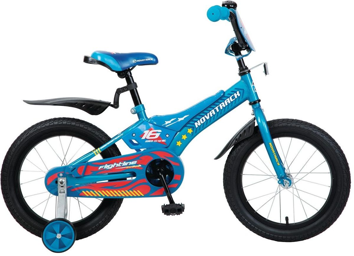 Велосипед детский Novatrack Flightline, цвет: синий, 20207FLIGHTLINE.BL6Велосипед Novatrack Flightline 20- это настоящая мечта для мальчика 7-10 лет. Дизайнерам пришлось изрядно потрудитьсяведь оценивать их творение будет самое непредвзятое жюри. Что бы там не думали взрослые, а именно сверстники являются истинными знатоками, способными оценить все достоинства и преимущества нового транспорта. Стильная рама с декоративными пластиковыми накладками, защитный кожух, который полностью закрывает цепь и отвечает не только за безопасность, но и служит важным элементом дизайна. Велосипед оснащен ножным тормозом, которым очень легко пользоваться. Из дополнительной оснастки стоит отметить катафотыони служат для безопасности юного велосипедиста, защитные крылья, боковые съемные колеса и красивый декоративный щиток на руле.