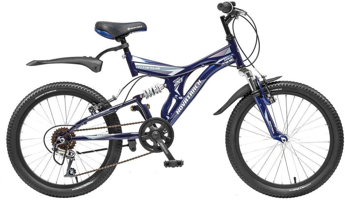 Велосипед детский Novatrack Titanium, цвет: темно-синий, белый, 2020SS6V.TITANIUM.DB5Novatrack Titanium - это модель для ребят 7-10 лет, которые уже неодобрительно относится к детским велосипедам и засматриваются на большие горные. На 20-дюймовых колесах можно кататься не только во дворе, но и по более сложным маршрутам, ухабистым парковым тропинкам, небольшим горкам, где езда без амортизаторов была бы не простой. Велосипед оснащен передним и задним ручным тормозом, которые при синхронной работе обеспечивают наилучшее торможение при спуске с наклонной поверхности, а одна из 6 скоростей помогает легко преодолеть сложный подъем. Переключение передач очень нравится мальчишкам: это атрибут велосипедов для знатоков велоспорта, коим ваше чадо быстрее мечтает стать, еще ребенок учится анализировать ситуацию и выбирать соответствующую скорость для комфортной езды. С велосипедом Novatrack Titanium ваш ребенок точно не засидится дома, а будет активно двигаться на свежем воздухе, эффективно укрепляя мышцы, совершенствуя ловкость и повышая иммунитет.