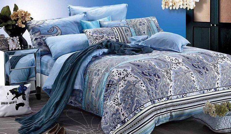 Комплект белья МарТекс Лувр, 1,5-спальный, наволочки 50х7001-0511-1Комплект постельного белья МарТекс Лувр, выполненный из сатина (100% хлопок), состоит из пододеяльника, простыни и двух наволочек. Изделия оформлены оригинальным принтом. Сатин - прочная, легкая и мягкая на ощупь ткань. Белье из него нелиняет при стирке и легко гладится. Эта ткань традиционно считаетсяодной из лучших для изготовления постельного белья.Такой комплект подойдет для любого стилевого и цветового решения интерьера, а также создаст в доме уют. Приобретая комплект постельного белья МарТекс, вы можете быть уверенны в том, что покупкадоставит вам и вашим близким удовольствие и подарит максимальный комфорт.