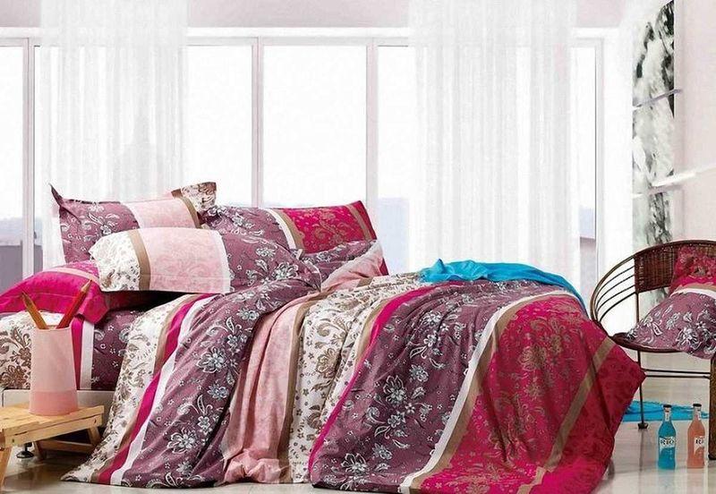 """Комплект постельного белья МарТекс """"Отрада"""", выполненный из сатина (100% хлопок), состоит из пододеяльника, простыни и двух наволочек. Изделия оформлены оригинальным принтом.   Сатин - прочная, легкая и мягкая на ощупь ткань. Белье из него не  линяет при стирке и легко гладится. Эта ткань традиционно считается  одной из лучших для изготовления постельного белья.  Такой комплект подойдет для любого стилевого и цветового решения интерьера, а также создаст в доме уют.   Приобретая комплект постельного белья МарТекс, вы можете быть уверенны в том, что покупка  доставит вам и вашим близким удовольствие и подарит максимальный комфорт.  Советы по выбору постельного белья от блогера Ирины Соковых. Статья OZON Гид"""