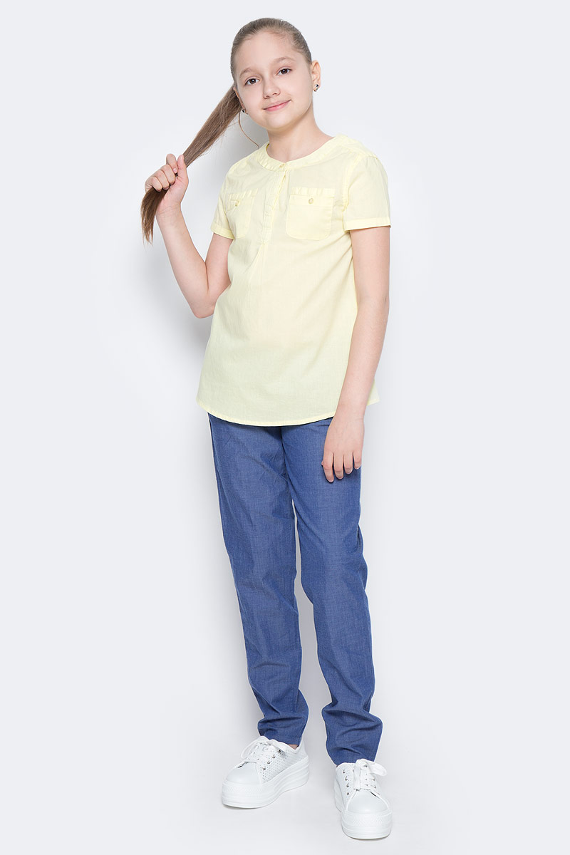 Блузка для девочки Sela, цвет: светло-желтый. Bs-612/855-7223. Размер 140, 10 летBs-612/855-7223Стильная блузка для девочки Sela выполнена из натурального хлопка и дополнена двумя накладными карманами. Модель А-силуэта с круглым вырезом горловины и короткими рукавами застегивается на пуговицы до середины груди, скрытые планкой. Блузка подойдет для прогулок и дружеских встреч и будет отлично сочетаться с джинсами и брюками, и гармонично смотреться с юбками. Мягкая ткань комфортна и приятна на ощупь.