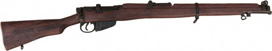 Ружье Ли-Энфилда SMLE. Оружейная реплика. Вторая мировая война, 1907 год, АнглияZS-SF-27Ли-Энфилд – вид легендарной английской винтовки с хорошими баллистическими данными, ставшей родоначальником элитного именитого семейства этого типа оружия. При определённой компактности (небольшом весе и малой длине), этот образец достаточно скорострелен. Появившись в 1895 году, британское детище было оснащено затворной группой и коробчатым магазином и получило в название аббревиатуру SMLE, состоящую из первых букв: - обозначения своей длины (S — short); - принадлежности к классу магазинного оружия (М — magazine); - имени конструктора Джеймса Париса Ли (Lee); - города (Е — Enfield), где винтовка выпускалась королевской оружейной фабрикой. Последующие разновидности и модификации базовой модели Ли-Энфилд SMLE дополнительно обозначались буквенно-числовой маркировкой, но основные характеристики неизменно сохранялись. Именно семейство Ли-Энфилд SMLE стало основным типом винтовки для британских войск с конца ХІХ века до 50 годов ХХ столетия. Ее главные преимущества: - скорострельность; - унификация; - надежность эксплуатации в полевых условиях (чрезмерной влажности и загрязненности). После успешного применения на полях І мировой войны этот класс вооружения распространился во многих уголках земного шара, над которыми развевался британский флаг. Вниманию заинтересованных ценителей предлагается точная копия основного оружия войск Великобритании в период ІІ мировой войны, изготовленная известной испанской фирмой. Копия полностью копирует оригинал по размеру.