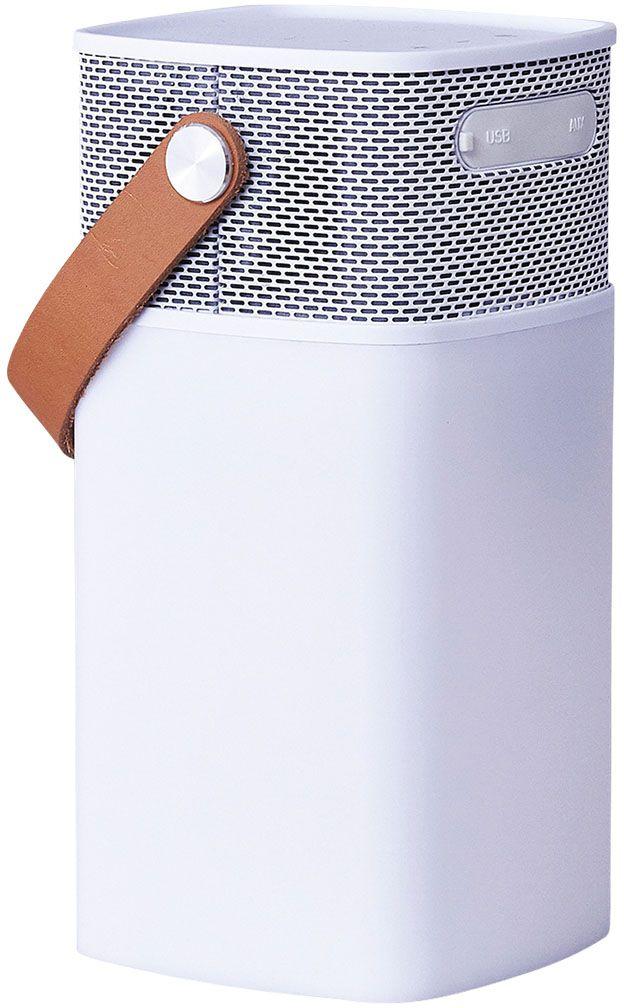 Kreafunk aGLOW, White беспроводная портативная колонкаKfhs01Kreafunk aGLOW – это не только мощная портативная колонка, но еще и стильный светильник. В корпус встроен микрофон для совершения звонков, а также предусмотрен диммер, позволяющий регулировать и настраивать световое сопровождение. Колонка совместима с любым смартфоном или устройством, оснащенным Bluetooth. Основной плюс колонки - до 20 часов работы без подзарядки. Можно наслаждаться любимой музыкой целый день! Колонка Kreafunk aGLOW станет стильным дополнением в интерьере гостиной или офиса, а также будет идеальным компаньоном на пикнике, в походе или на вечеринке. Благодаря водонепроницаемому корпусу колонку можно использовать на улице даже в непогоду. aGLOW можно также использовать в качестве зарядного устройства. Поставляется в стильной деревянной упаковке, украшенной словами Луи Армстронга: Вся музыка создана людьми. Я никогда не слышал, чтобы лошадь пела песни.Емкость аккумулятора: 4400 мAч