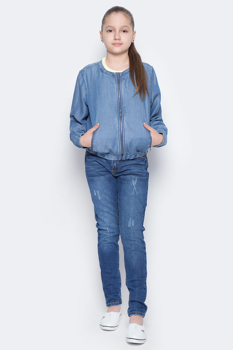 Куртка джинсовая для девочки Sela, цвет: синий джинс. JTj-636/036-7142. Размер 134, 9 летJTj-636/036-7142Стильная куртка-бомбер для девочки Sela, выполненная из качественного джинсового материала, станет отличным дополнением гардероба юной модницы. Модель свободного кроя с круглым вырезом горловины застегивается на молнию и дополнена двумя прорезными карманами на молниях. Манжеты длинных рукавов и низ изделия дополнены резинкой. Куртка подойдет для прогулок и дружеских встреч и будет отлично сочетаться с джинсами и брюками.