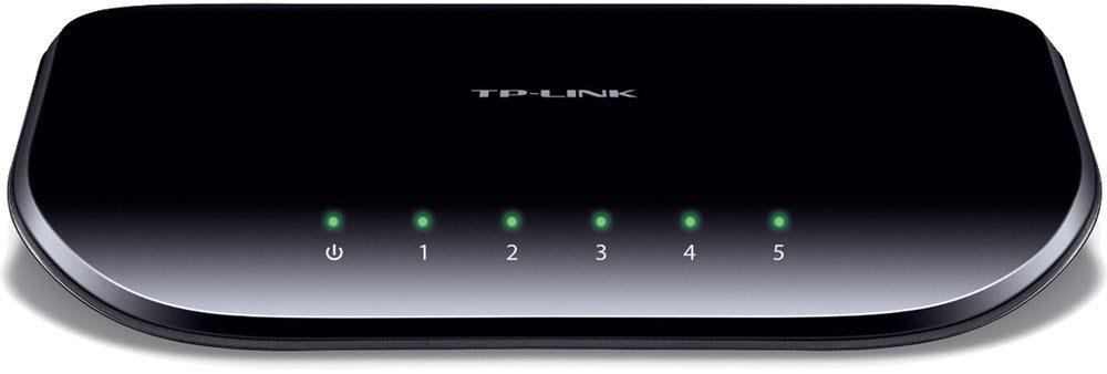 TP-Link TL-SG1005DTL-SG1005D5-портовый гигабитный настольный коммутатор TP-Link TL-SG1005D представляет собой простое решение для перехода на гигабитный Ethernet. Повысьте скорость Вашего сетевого сервера и скорость соединения с магистральным коммутатором. Более того, применение инновационной энергосберегающей технологии позволит сберечь до 80% потребляемой электроэнергии, поэтому TL-SG1005D представляет собой экологически безопасное устройство для вашей офисной сети.Гигабитный коммутаторМодель TL-SG1005D оснащена 5 портами 10/100/1000 Мбит/с, что значительным образом увеличивает пропускную способность Вашей сети, позволяя передавать файлы большого размера в кратчайшее время. Поэтому пользователи дома, в офисе, в рабочей группе или дизайн-студии теперь могут быстрее передавать большие, чувствительные к пропускной способности канала файлы. Мгновенная передача по сети графики, CGI-, CAD- и мультимедиа-файлов.Выбор режима питания в зависимости от длины кабеляКороткий кабель потребляет меньше электричества ввиду меньших потерь при передаче; но на большинстве коммутаторов это не принимается во внимание – они подают одинаковое питание вне зависимости от длины кабеля – 10 или 50 метров. В отличие от обыкновенных коммутаторов с подачей одинакового питания на все порты, коммутатор TL-SG1005D определяет длину подключенного кабеля Ethernet и выбирает соответствующий режим питания.Отключение неработающих портовПри выключении компьютера или сетевого оборудования, соответствующий порт обыкновенного коммутатора продолжает потреблять значительное количество электричества. Коммутатор TL-SG1005D может автоматически определять статус соединения на каждом порту и сокращать потребление электроэнергии на неработающих портах, что в результате приводит к экономии до 80% потребляемой электроэнергии.Прояви заботу об окружающей средеТеперь, при переходе на гигабитную сеть, Вы можете проявить заботу об окружающей среде! 5-портовый гигабитный коммутатор нового поколения TL-SG1005D поддерживает 