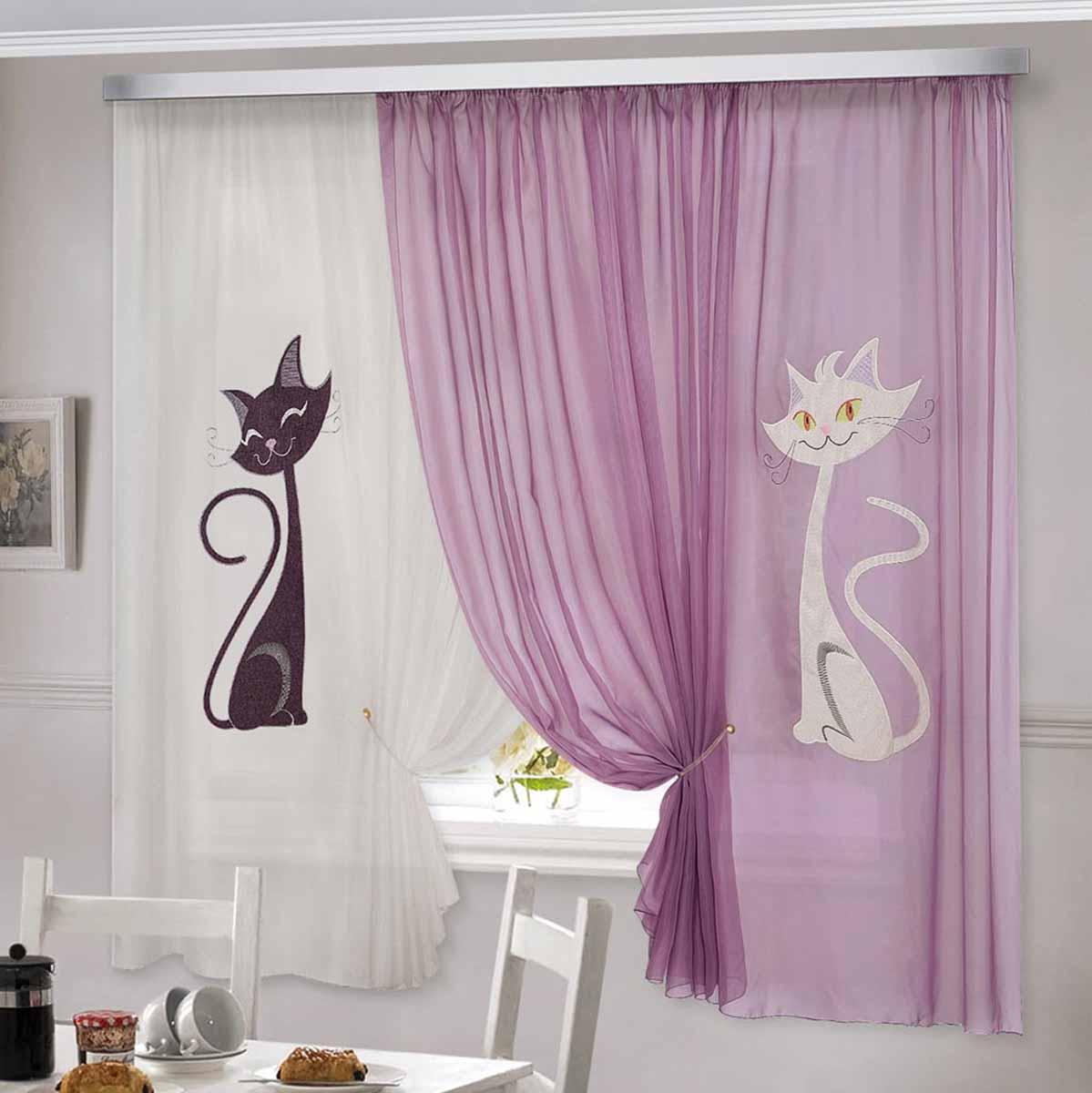 """Комплект штор """"Кэти"""" изготовлен из вуалевого полотна с аппликацией в виде кошек. Шторы крепятся на карниз при помощи ленты, которая поможет красиво и равномерно задрапировать верх."""