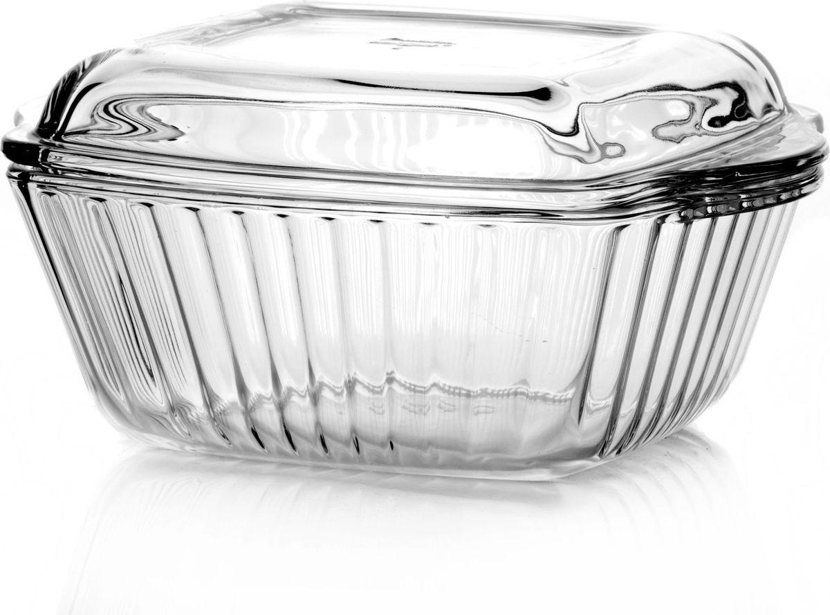 Форма для запекания Pasabahce, с крышкой, 1 л. 5903959039Квадратная форма Pasabahce выполнена из жаропрочного стекла, что позволяет использовать ее для запекания различных блюд. Форма не вступает в реакцию с готовящейся пищей, не выделяет никаких вредных веществ и не подвергается воздействию кислот и солей. Из-за невысокой теплопроводности пища в стеклянной посуде гораздо медленнее остывает. Поэтому в такой форме вы можете как приготовить пищу, так и изящно подать ее к столу, не меняя посуды. Благодаря прозрачности стекла за едой можно наблюдать при ее готовке. Стеклянная посуда очень удобна для приготовления и подачи самых разнообразных блюд. Изделие также подойдет для сервировки и приготовления салатов. В комплекте имеется крышка. Форма снабжена двумя удобными ручками и дополнена рельефом с внутренней стороны. Посуду можно использовать в СВЧ и духовом шкафу при температуре до +300°С, ставить в морозилку при температуре -40°С, а также мыть в посудомоечной машине. Размер формы (с учетом ручек): 20,4 х 16 см.