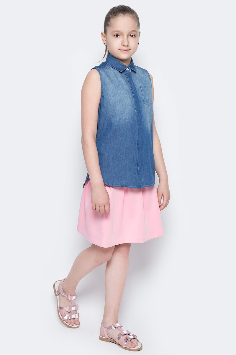 Блузка для девочки Button Blue Main, цвет: голубой. 117BBGC2201D200. Размер 158, 13 лет117BBGC2201D200В новом весенне-летнем сезоне блузка без рукавов - базовая составляющая модногогардероба. Именно поэтому детская блузка без рукавов - хит летней коллекции от Button Blue. Простая, удобная и очень элегантная модель в компании с шортами, брюками, юбкой сделает повседневный образ ребенка модным и современным.