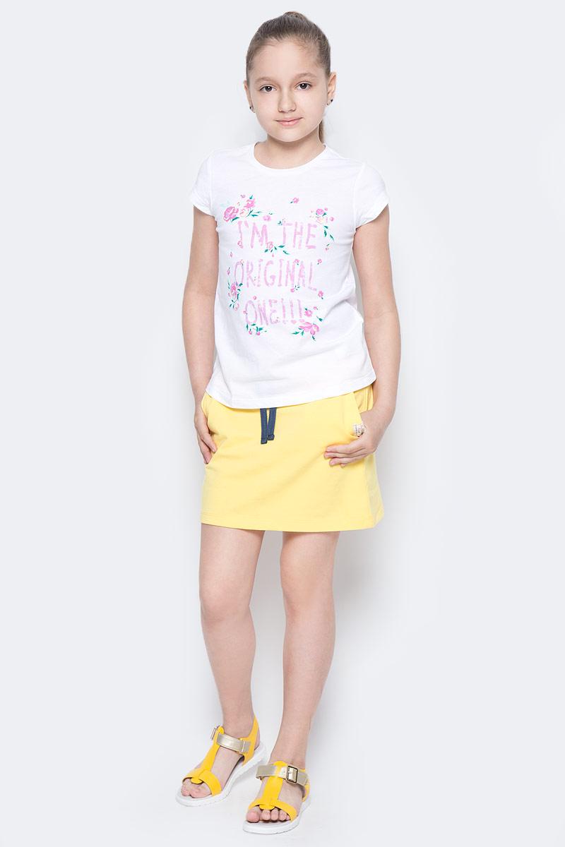 Футболка для девочки Sela, цвет: белый. Ts-611/966-7223. Размер 140, 10 летTs-611/966-7223Стильная футболка с удлиненной спинкой Sela станет отличным дополнением к гардеробу юной модницы. Модель прямого кроя изготовлена из натурального хлопка и оформлена оригинальным принтом. Воротник дополнен мягкой эластичной бейкой.