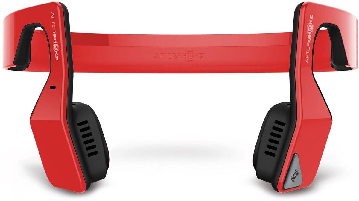 Aftershokz AS500S, Red беспроводные наушникиAS500SRAftershokz AS500S - обновленная версия наушников с технологией костной проводимости и беспроводной передачей сигнала по протоколу Bluetooth.Главное достоинство Aftershokz AS500S - в возможности восприятия окружающего пространства. Пользователь в наушниках с костной проводимостью одновременно слышит и воспроизводимую музыку, и одновременно все, что происходит вокруг него.Наушники легко синхронизируются по Bluetooth с мобильными устройствами на iOS и Android, Дальность беспроводного подключения составляет до 10 метров.К наушникам прилагается эластичный регулируемый ремешок, который можно подогнать точно по размеру головы. Он не позволит устройству упасть во время бега или прыжков.В наушники встроен микрофон, позволяющий использовать их как беспроводную гарнитуру для общения по телефону. Технология двойного подавления шума является гарантией того, что собеседник без труда поймёт каждое слово владельца наушников.