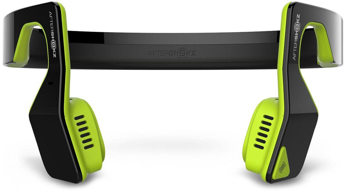 Aftershokz AS500S, Neon беспроводные наушникиAS500SNAftershokz AS500S - обновленная версия наушников с технологией костной проводимости и беспроводной передачей сигнала по протоколу Bluetooth.Главное достоинство Aftershokz AS500S - в возможности восприятия окружающего пространства. Пользователь в наушниках с костной проводимостью одновременно слышит и воспроизводимую музыку, и одновременно все, что происходит вокруг него.Наушники легко синхронизируются по Bluetooth с мобильными устройствами на iOS и Android, Дальность беспроводного подключения составляет до 10 метров.К наушникам прилагается эластичный регулируемый ремешок, который можно подогнать точно по размеру головы. Он не позволит устройству упасть во время бега или прыжков.В наушники встроен микрофон, позволяющий использовать их как беспроводную гарнитуру для общения по телефону. Технология двойного подавления шума является гарантией того, что собеседник без труда поймёт каждое слово владельца наушников.