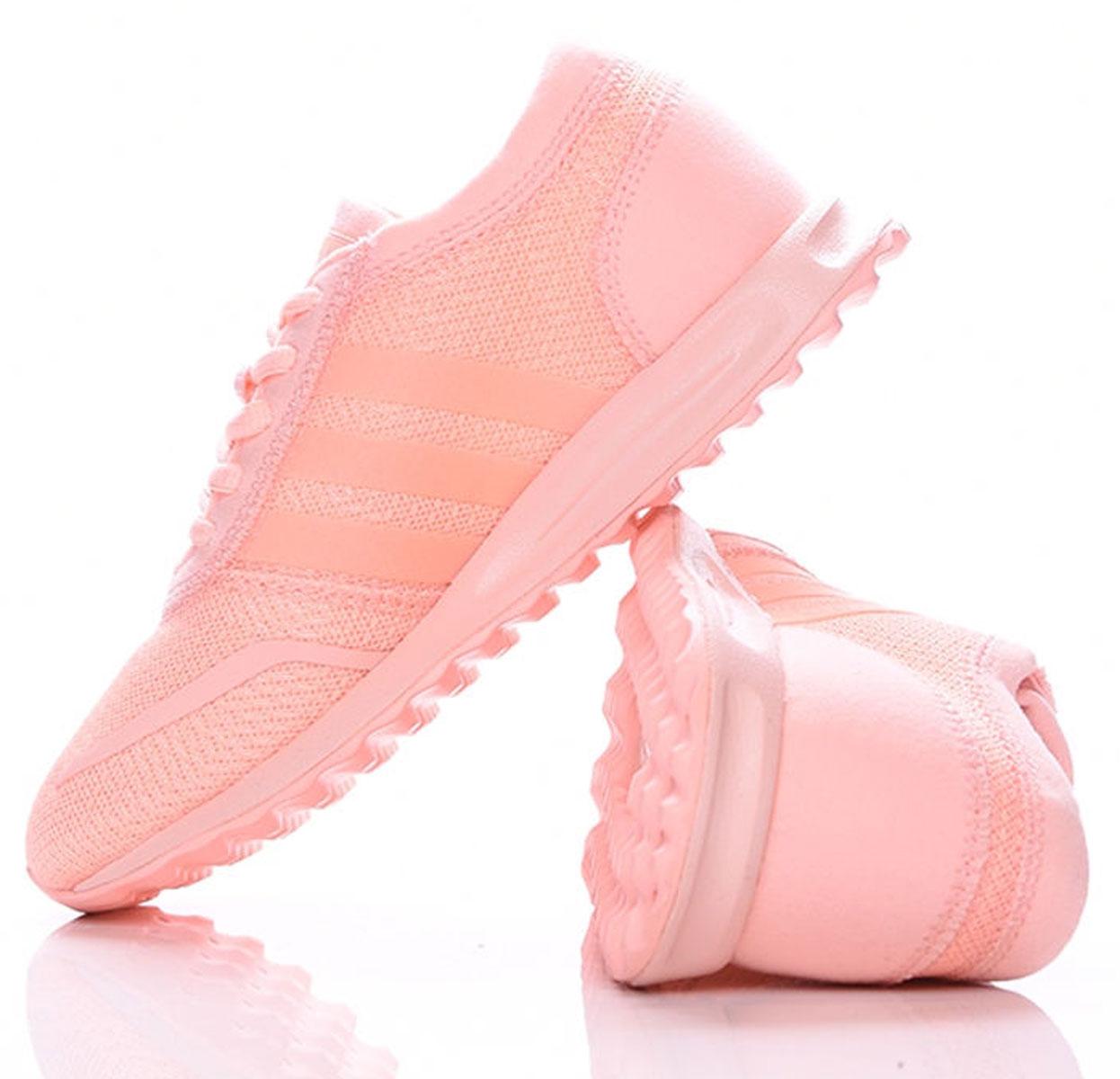 Кроссовки для девочки adidas Los Angeles C, цвет: розовый. BA7088. Размер 32 (31,5)BA7088Стильные кроссовки для девочки Adidas Los Angeles C выполнены из сетчатого материала. Шнуровка надежно фиксирует модель на ноге. Внутренний материал отлично отводит влагу и обеспечивает ногам комфорт. Удобная и функциональная стелька OrthoLite. Светоотражающий ярлычок на язычке и мягкая промежуточная подошва из ЭВА дополняют образ.