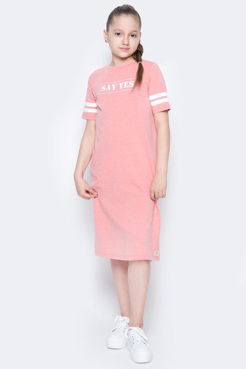 Платье для девочки Button Blue Main, цвет: коралловый. 117BBGC50032200. Размер 122, 7 лет117BBGC50032200Хит прогулочного летнего гардероба, трикотажное платье в спортивном стиле, выглядит отлично. Модный прямой силуэт, контрастная отделка, стильный шрифтовой принт делают платье идеальным решением на каждый день. Купить детское трикотажное платье от Button Blue, значит, позаботиться о комфорте и прекрасном внешнем виде своего ребенка.