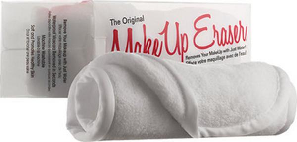 MakeUp Eraser салфетка для снятия макияжа белая006005Makeup Eraser Original (белая) уникальная салфетка, которая с невероятной легкостью снимает макияж, аккуратно очищая кожу лица абсолютно естественным образом. Салфетка воздействует без применения привычных средств для удаления декоративной косметики или умывания, значительно упрощает повседневный ритуал ухода и очищения, делает его приятным и легким.Секрет магических свойств салфетки Makeup Eraser заключается в особом переплетении полиэстеровых нитей. При производстве изделия поверхность ткани не подвергается никакой химической обработке, что гарантирует ее гипоаллергенность и безопасность применения, а для того, чтобы начать процедуру использования салфетки, достаточно просто хорошо смочить ее в чистой теплой воде. Салфетку Makeup Eraser можно с успехом применять для любого типа кожи, в том числе очень чувствительной, ее мягкое воздействие не вызывает раздражений или покраснений, высокий уровень качества ткани гарантирует длительное использование салфетки, а ее великолепные очищающие и ухаживающие свойства не снижаются даже после многократных стирок изделия.