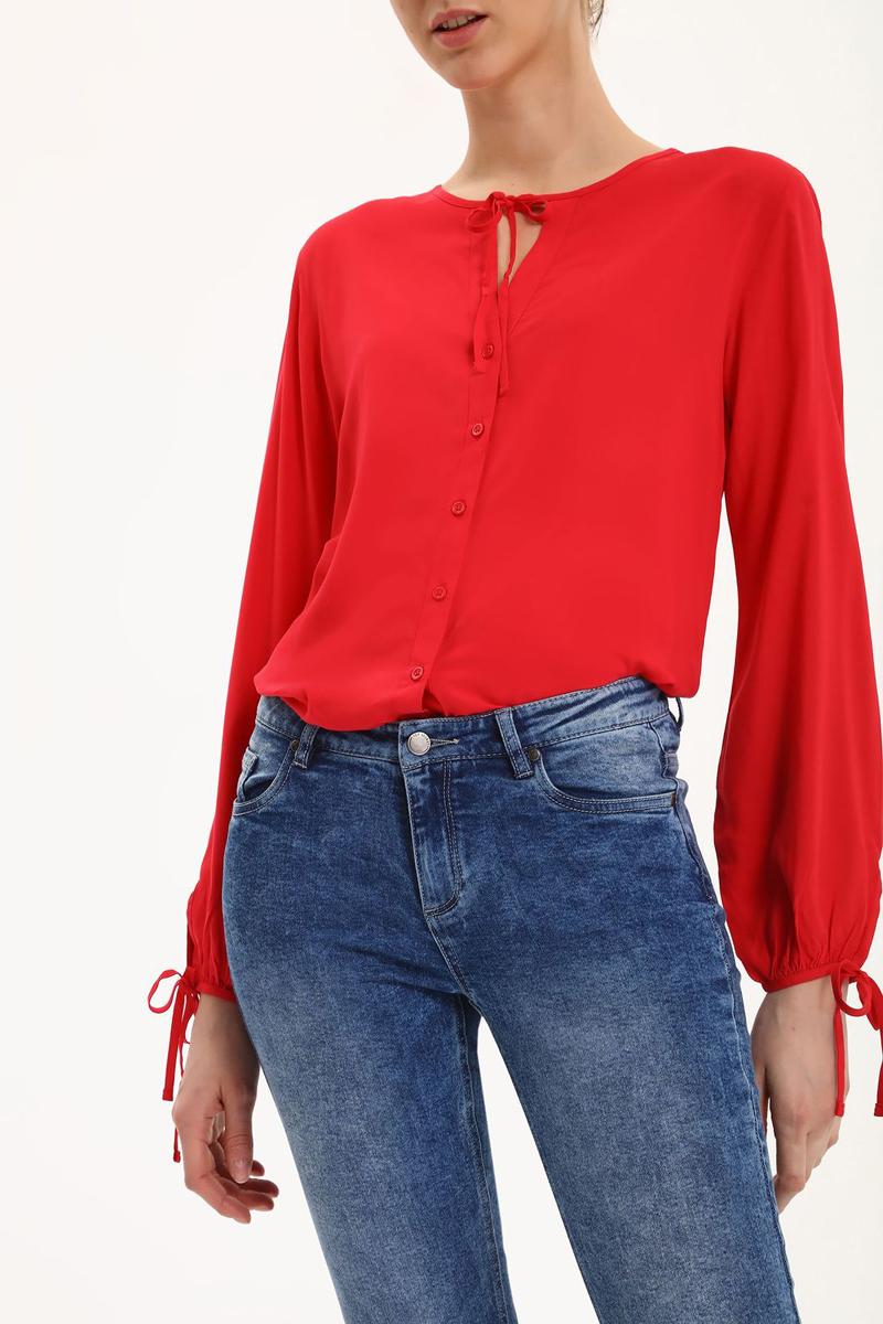 Блузка женская Top Secret, цвет: красный. SBD0665CE. Размер 42 (50)SBD0665CEБлузка женская Top Secret выполнена из вискозы. Модель с круглым воротником и длинными рукавами застегивается на пуговицы и завязки.