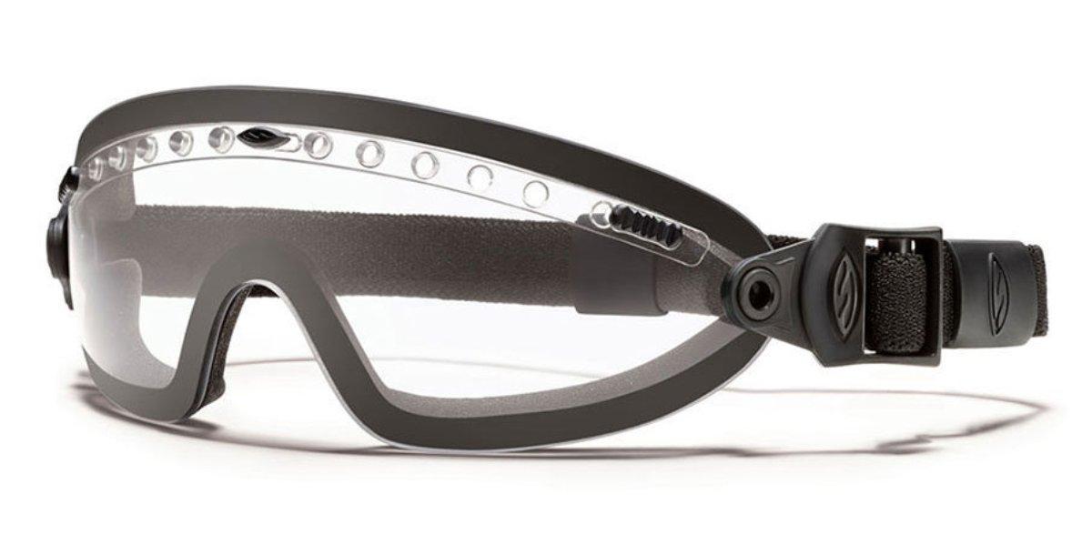 Защитные баллистические очки Smith Optics Boogie Sport, цвет: черныйBSPBKCL13Защитные баллистические очки Smith Optics Boogie Sport фиксируются на голове при помощи эластичного, регулируемого по длине ремешка. При необходимости, ремешок мгновенно отстегивается от маски. Плотное прилегание очков к лицу исключает запотевание благодаря наличию системы вентиляции. Помимо этого, на очки нанесено специальное дисперсионное покрытие, защищающее их от царапин и отпотевания. Очки гарантируют 100% защиту от ультрафиолета.