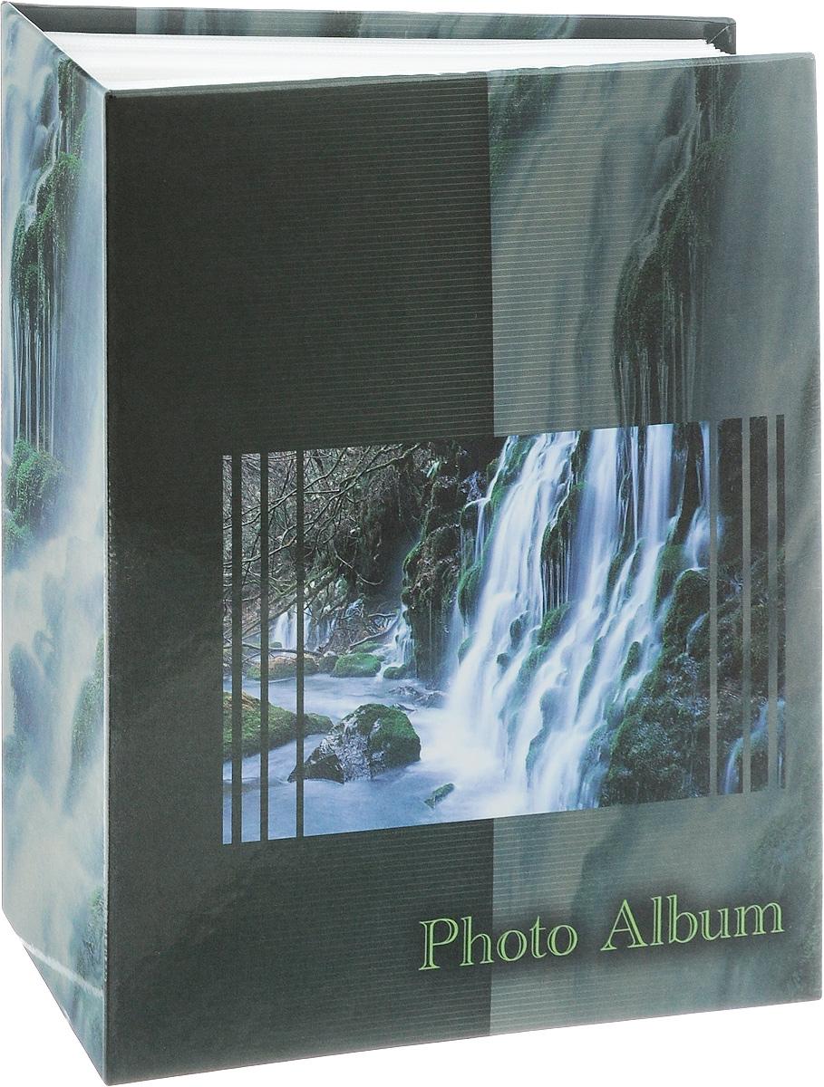 Фотоальбом Pioneer Waterfalls, 200 фотографий, цвет: темно-зеленый, 10 x 15 см46526 AV46200Фотоальбом Pioneer Waterfalls позволит вам запечатлеть незабываемые моменты вашей жизни, сохранить свои истории и воспоминания на его страницах. Обложка из толстого картона оформлена оригинальным принтом. Фотоальбом рассчитан на 200 фотографий форматом 10 x 15 см. Такой необычный фотоальбом позволит легко заполнить страницы вашей истории, и с годами ничего не забудется.Тип обложки: картон.Тип листов: полипропиленовые.Материалы, использованные в изготовлении альбома, обеспечивают высокое качество хранения ваших фотографий, поэтому фотографии не желтеют со временем.
