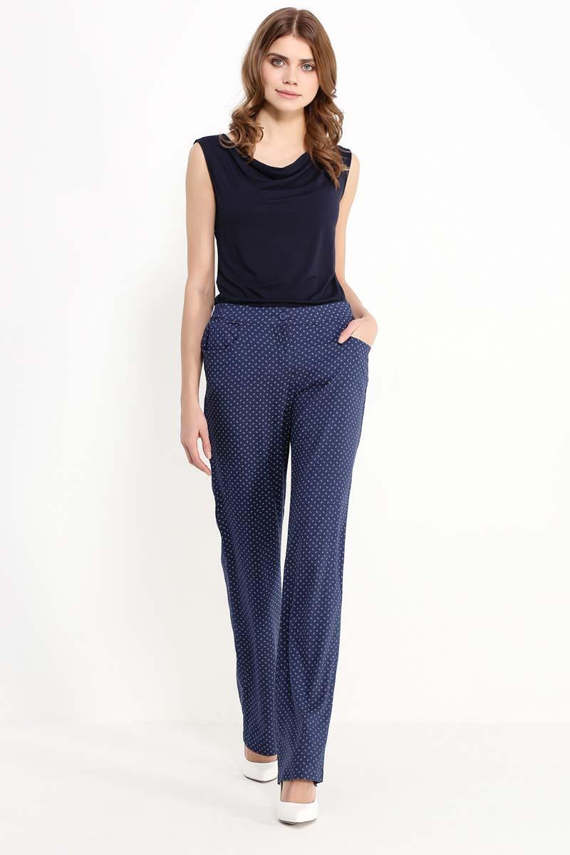 Брюки женские Finn Flare, цвет: темно-синий. S17-14091_101. Размер S (44)S17-14091_101Без брюк летом не обойтись, и поэтому важно выбрать правильную модель, чтобы чувствовать в ней себя комфортно в любой обстановке. Предлагаем стильный вариант, выполненный в модном тёмно-синем оттенке с мелкими беленькими цветочками. Эта модель прямого кроя станет отличным элементом повседневного или – со шпильками и правильно подобранными аксессуарами – нарядного образов. Выполнена из прочной и лёгкой вискозы.