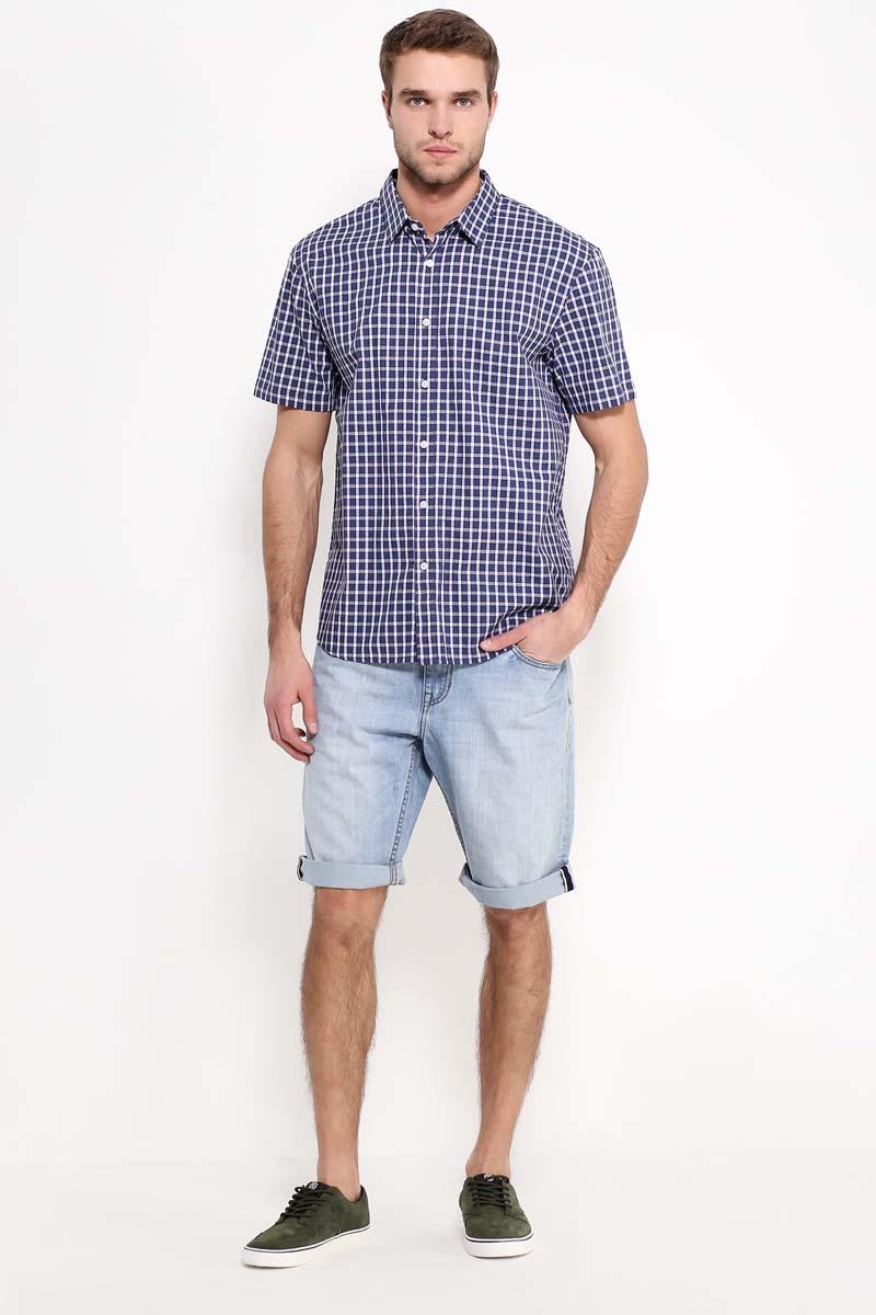 Рубашка мужская Finn Flare, цвет: темно-синий. S17-22013_101. Размер XL (52)S17-22013_101Рубашка с короткими рукавами – must-have в летнем гардеробе любого мужчины. Это невероятно удобный и в то же время стильный элемент образа, ведь помимо приталенного кроя и удобной для комбинирования расцветки, вы можете наслаждаться комфортом благодаря качественному составу ткани. Такую модель можно сочетать в джинсами, летними брюками и даже шортами.