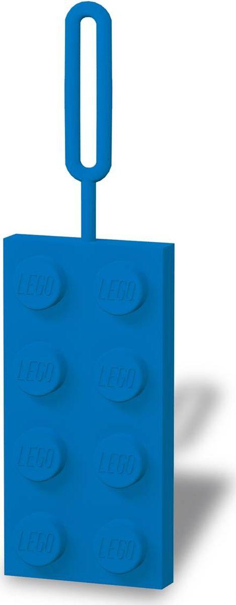 Бирка для багажа LEGO, цвет: синий. 5139051390Бирка для багажа LEGO - силиконовая бирка надежно крепится к багажу с помощью петли. Яркий и неповторимый дизайн сразу же привлечет внимание, и вы легко отыщите свой чемодан на транспортной ленте. Запишите свои контактные данные на обратной стороне бирки и можете не бояться, что ваш чемодан потеряется, ведь теперь работники аэропорта точно будут знать его хозяина.