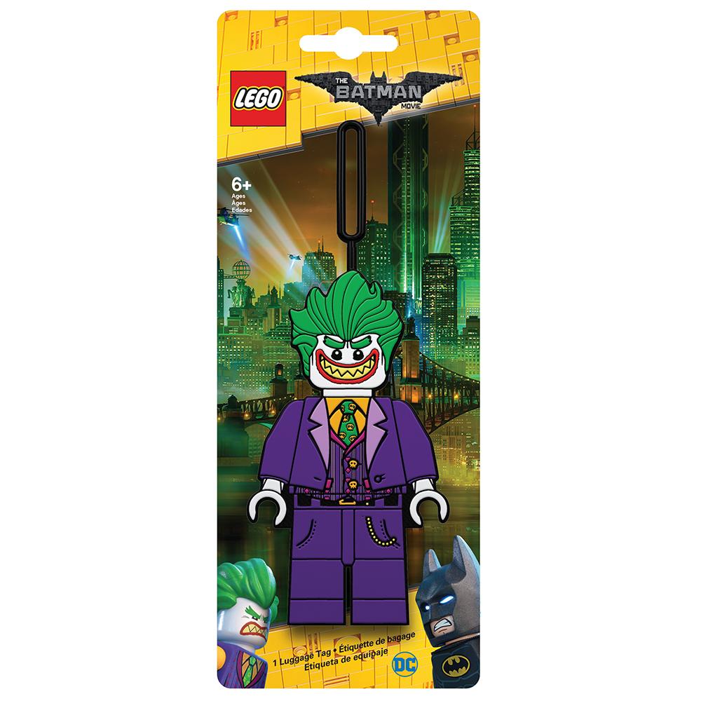 Бирка для багажа LEGO Batman Movie The Joker. 5175351753Бирка для багажа LEGO Batman Movie The Joker - силиконовая бирка надежно крепится к багажу с помощью петли. Яркий и неповторимый дизайн сразу же привлечет внимание, и вы легко отыщите свой чемодан на транспортной ленте. Запишите свои контактные данные на обратной стороне бирки и можете не бояться, что ваш чемодан потеряется, ведь теперь работники аэропорта точно будут знать его хозяина.