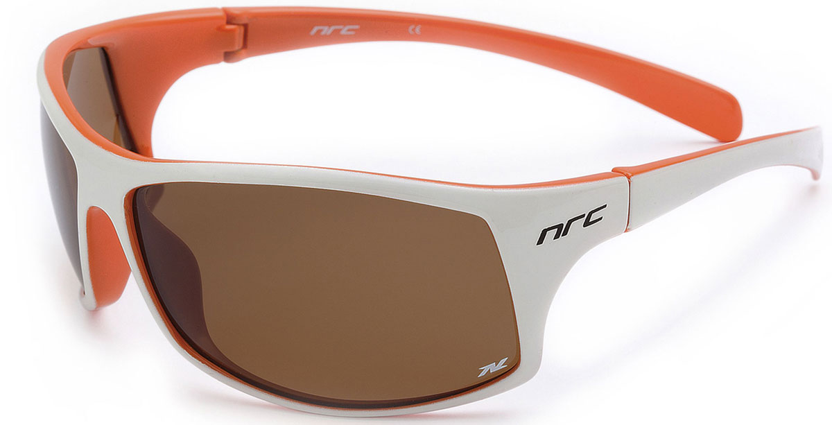 Очки солнцезащитные NRC, поляризованные, цвет: белый. 2100121001Очки солнцезащитные NRC - предназначены, как для езды на велосипеде, так и для многих других видов спорта. Бренд NRC известен собственными фирменными разработками, адаптирующими очки под разные климатические условия, различное время суток, степень освещенности, а также под индивидуальные потребности каждого конкретного пользователя. Особенности:Коричневые поляризованные линзыМатериал оправы - термопластичный эластомер (TPE)Оправа - небьющаяся, гибкая , мягкая, легкая, удобная и безопаснаяМатериал линзы -TACОсобенности линзы - поляризованная [BIO]Покрытие - защитное от царапин [NOSCRATCH] Гидрофобное - [HIDROP]Зеркальные линзы - [Xcolor]Прозрачность 21% Вес - 22,9 г.Кривизна - 9