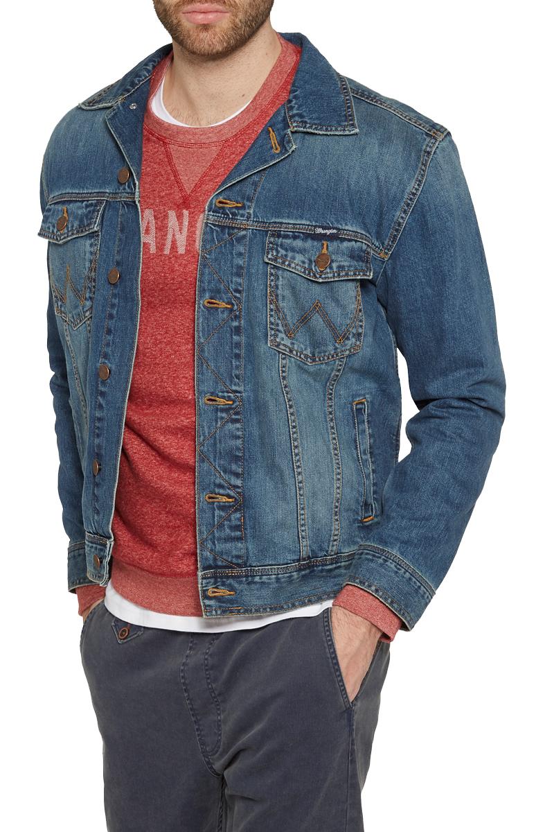 Куртка мужская Wrangler, цвет: синий. W4481514V. Размер L (50)W4481514VМужская джинсовая куртка Wrangler c длинными рукавами выполнена из натуральногохлопка. Модель застегивается на пуговицы спереди. Изделие имеет два накладных нагрудных кармана с клапанами на кнопках и два втачных кармана спереди. Манжеты рукавов застегиваются на пуговицы. Модель оформлена декоративными отстрочками и выцветанием денима.
