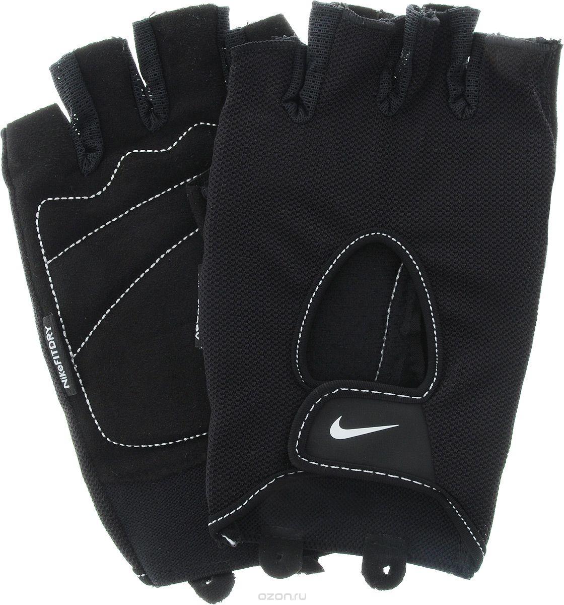 Перчатки для фитнеса мужские Nike Mens Fundamental Training Gloves, цвет: черный. Размер L9.092.053.037.Удобные перчатки Nike Mens Fundamental Training Gloves для фитнеса оформлены цветным логотипом бренда Nike. Трафаретная печать swoosh-лого на внешней стороне модели обеспечивает моментальную идентификацию бренда.Ладонь прошита в линиях сгиба, обеспечивая тем самым необходимое смягчение в самых важных зонах. Внутренняя часть перчаток выполнена из мягкой искусственной замши, что обеспечивает комфорт и долговечность в использовании данного аксессуара.Регулируемая застежка на запястье обеспечивает надежную посадку.