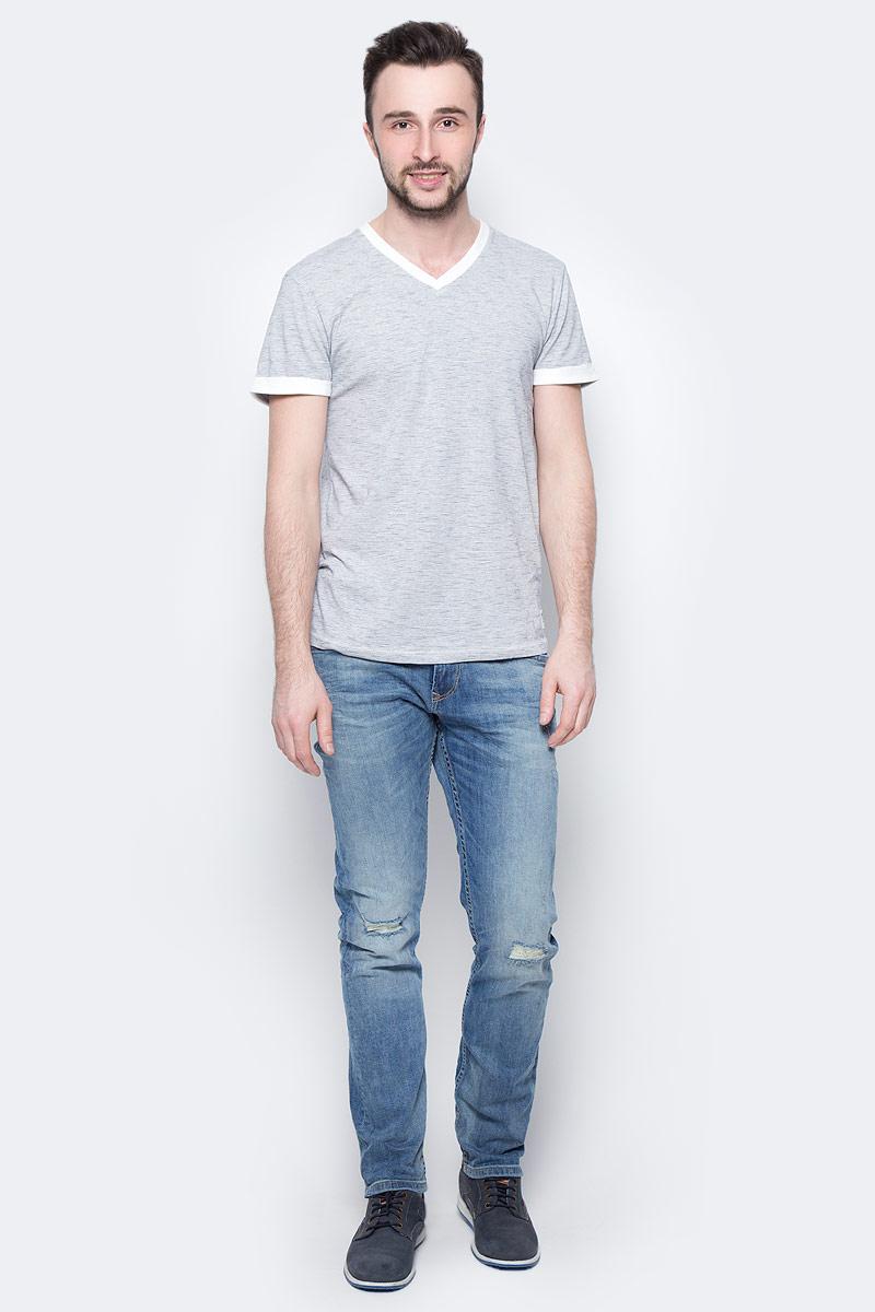 Джинсы мужские Tom Tailor Denim, цвет: светло-синий. 6205725.00.12_1073. Размер 32-32 (48-32)6205725.00.12_1073Стильные мужские джинсы Tom Tailor Denim - джинсы высочайшего качества, которые прекрасно сидят. Модель-слим средней посадки изготовлена из высококачественного эластичного хлопка, не сковывает движения и дарит комфорт.Джинсы на талии застегиваются на металлическую пуговицу и ширинку на молнии, а также имеют в поясе шлевки для ремня. Спереди модель дополнена двумя втачными карманами и одним накладным маленьким кармашком, а сзади - двумя большими накладными карманами. Изделие оформлено эффектом потертости и перманентными складками. Эти модные и в тоже время удобные джинсы помогут вам создать оригинальный современный образ.