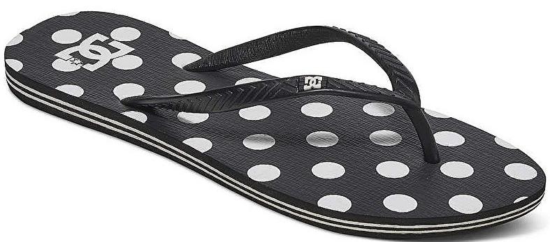 Сланцы женские DC Shoes SprayGraffik J Sndl, цвет: черный. 303363-BWP. Размер 5B (36)303363-BWPЖенские сланцы от DC Shoes не оставят вас равнодушной! Эргономичная перемычка между пальцами отвечает за прочную фиксацию модели на стопе. Основание подошвы дополнено рифлением.