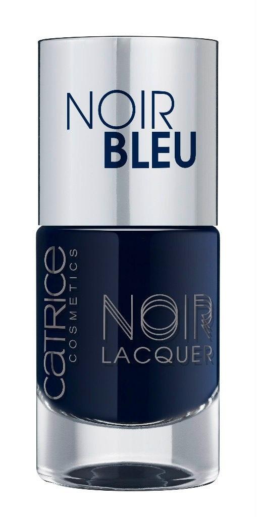 Catrice Лак для ногтей Noir Noir Lacquers 04 Noir Bleu темно-синий 10 мл59915Стойкая формула и эффектный глянцевый блеск, новые лакиCATRICENoirNoirLacquers– словно коллекция «маленьких черных платьев» для ногтей! В каждом из них глубокий черный тон дополнен едва уловимой ноткой цвета – зеленого, синего, фиолетового или красного. Плотная текстура обеспечивает равномерное нанесение.