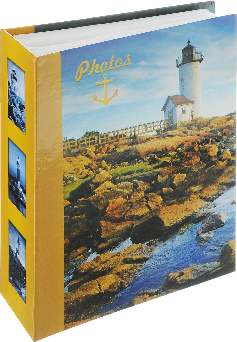 Фотоальбом Pioneer Lighthouse, 100 фотографий, цвет: горчичный, синий, 10 x 15 см46370 LM4R100Фотоальбом Pioneer Lighthouse поможет красиво оформить ваши самые интересныефотографии. Обложка из толстого ламинированного картона оформлена принтом. Фотоальбом рассчитан на 100 фотографий форматом 10 x 15 см. Внутри содержится блок из 50 листов с окошками из полипропилена. Такой необычный фотоальбом позволит легко заполнить страницы вашей истории, и с годами ничего не забудется.Тип обложки: Ламинированный картон.Тип листов: полипропиленовые.Тип переплета: высокочастотная сварка.Кол-во фотографий: 100.Материалы, использованные в изготовлении альбома, обеспечивают высокое качество хранения ваших фотографий, поэтому фотографии не желтеют со временем.