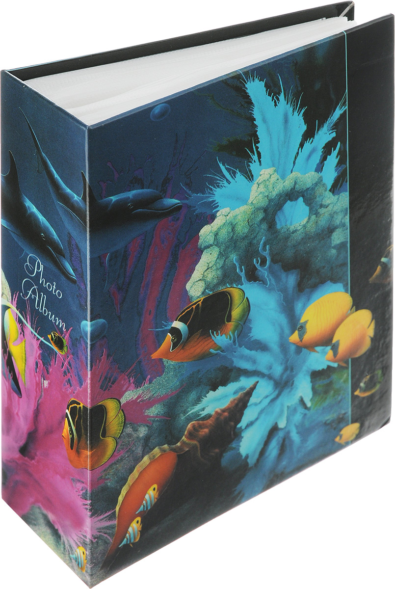 """Фотоальбом Pioneer """"Dolphins"""" поможет красиво оформить ваши самые интересные фотографии. Обложка из толстого ламинированного картона оформлена принтом. Фотоальбом рассчитан на 100 фотографий форматом 10 x 15 см. Внутри содержится блок из 50 листов с окошками из полипропилена. Такой необычный фотоальбом позволит легко заполнить страницы вашей истории, и с годами ничего не забудется. Тип обложки: Ламинированный картон. Тип листов: полипропиленовые. Тип переплета: высокочастотная сварка. Кол-во фотографий: 100. Материалы, использованные в изготовлении альбома, обеспечивают высокое качество хранения ваших фотографий, поэтому фотографии не желтеют со временем."""
