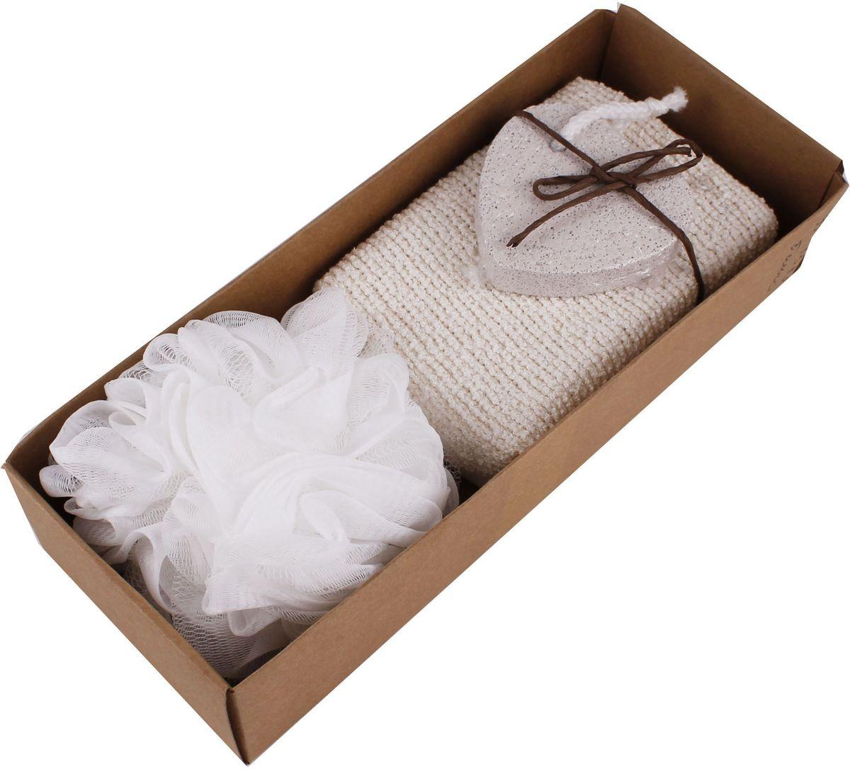 """Набор банных аксессуаров """"Patricia"""" включает в себя 3 предмета:    - мочалка-губка (11,5 х 10 см), выполненная из синтетического материала;   - мочалка (12 х 9 х 4 см) - хлопковый шенил;  - пемза (7 х 6,5 см).      Такой набор станет не заменимым и сделает банную процедуру еще более комфортной."""