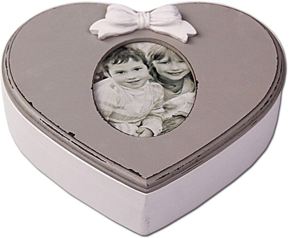 Шкатулка Patricia, сердечко, 6 х 9 х 12 см, цвет: серый. IM99-2629IM99-2629Шкатулка в форме сердца выполнена из дерева, прекрасно подойдет для хранения различной мелочей, украшений. Шкатулка с одним отделением, на крышке стеклянная вставочка можно вставить свою фотографию 9х13. Такая шкатулка станет прекрасным подарком. Шкатулка 23,5х6х22,5х4 см.