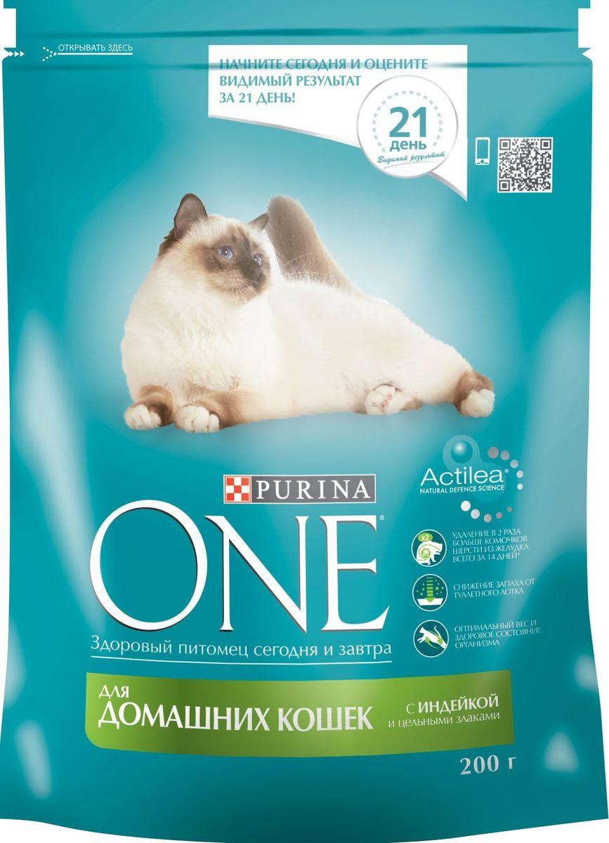 Корм сухой Purina One Indor для домашних кошек, с индейкой и цельными злаками, 200 г58597Корм для домашних кошек Purina ONE с индейкой и цельными злаками представляет собой специально разработанное ведущими ветеринарами питание для питомцев, которое обеспечивает оптимальное состояние здоровья и веса животного за счет высокого содержания белка. Но помимо протеина домашним кошкам нужно еще и достаточное количество клетчатки в рационе, которая также входит в состав корма от Purina ONE.На запах из кошачьего лотка влияет содержащийся в корме цикорий, а тщательно подобранный баланс минеральных веществ обеспечивает здоровье мочевыделительной системы питомцев. Корм для домашней кошки Purina ONE с индейкой и цельными злаками положительно сказывается и на уровне активности животного, которое иногда не переступает порог дома на протяжении всей своей жизни.Состав:индейка; (17%), цельная пшеница (17%), кукурузный глютен, сухой белок домашней птицы, кукуруза, животный жир, высушенная мякоть сахарной свеклы, концентрат белка гороха, высушенный корень цикория (2%), минеральные вещества, кормовая вкусоароматическая добавка, дрожжи (1%), рыбий жир, витамины.Добавленные вещества:МЕ/кг: витамин А: 36 960; витамин D3: 1 120; витамин E: 770мг/кг: витамин С: 160; таурин: 780; железо: 253; йод: 3,2; медь: 50; марганец: 105; цинк: 428; селен: 0,29С антиокислителямиГарантируемые показатели:Белок: 34,0%, жир: 13,0%, сырая зола: 7,5%, сырая клетчатка: 6,0%.Товар сертифицирован.